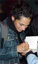 Manuela Martelli firma autógrafos