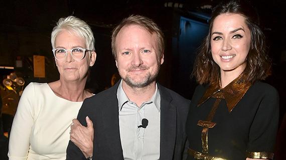 Ana de Armas (dcha), con Rian Johnson y Jamie Lee Curtis