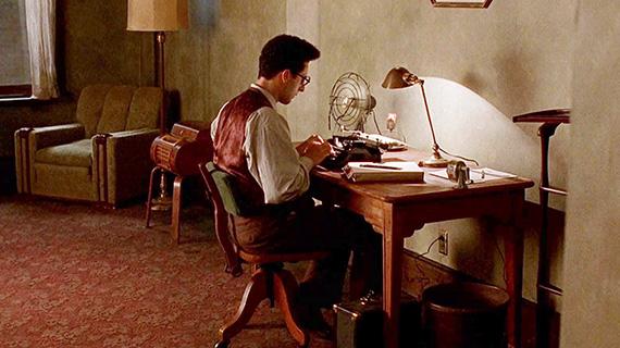 """El guionista John Turturro en """"Barton Fink"""""""