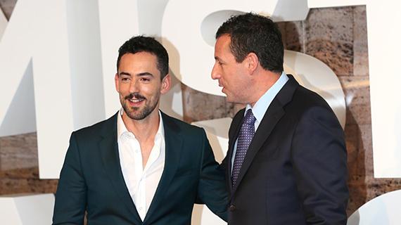 Luis Gerardo Méndez, con Sandler