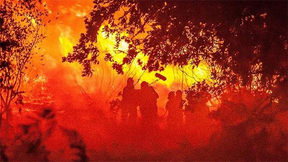 """Rodando """"O que arde"""" en pleno incendio"""