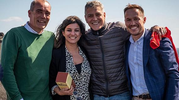 Clooney, con autoridades políticas y fílmicas canarias