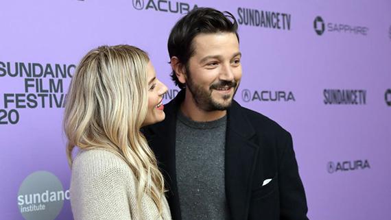 Diego Luna con Sienna Miller