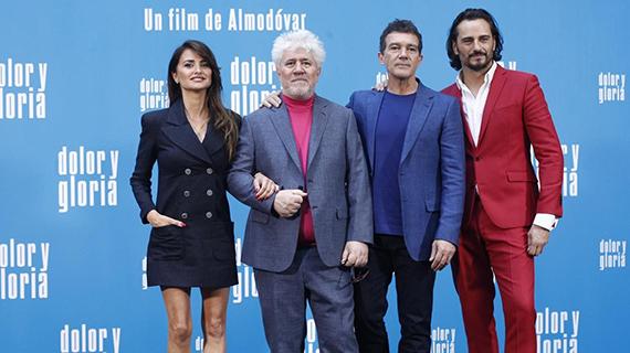 """Almodóvar y los protagonistas de """"Dolor y gloria"""""""
