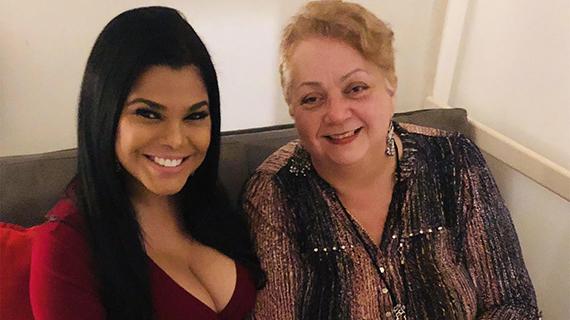 Alina Vargas con la Dra. Carmen Mirabal