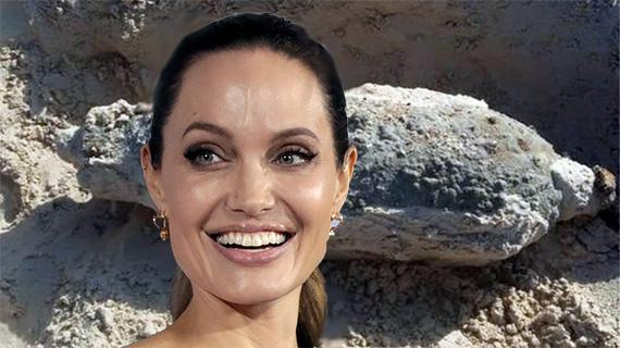 Una bomba retrasa a Angelina
