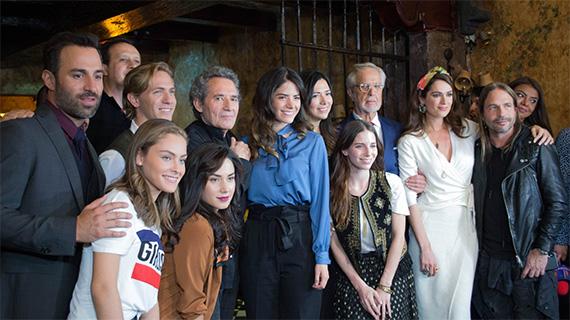 """Macarena Miguel con el equipo de """"Un retrato de familia"""""""