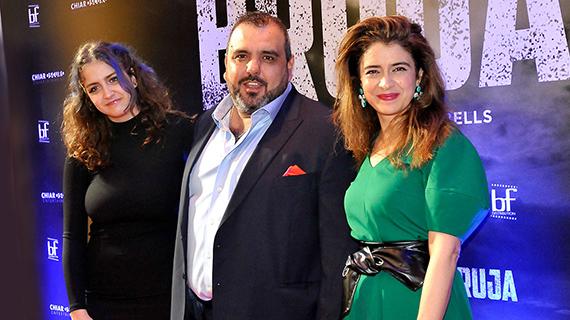 Erica Rivas (dcha.), con su hija y coprotagonista Miranda de la Serna y el director Páez Cubells