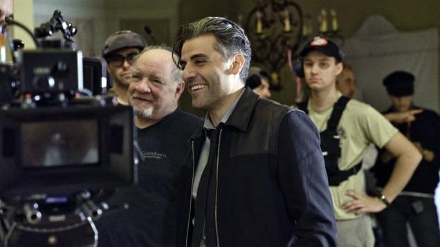 """Isaac, con Schrader, en el rodaje de """"The Card Counter"""""""