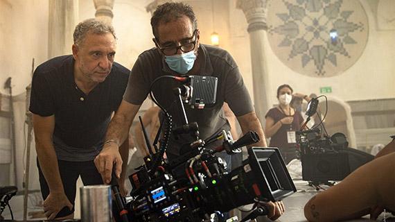 Nacho García Velilla (izq), filmando en Estambul