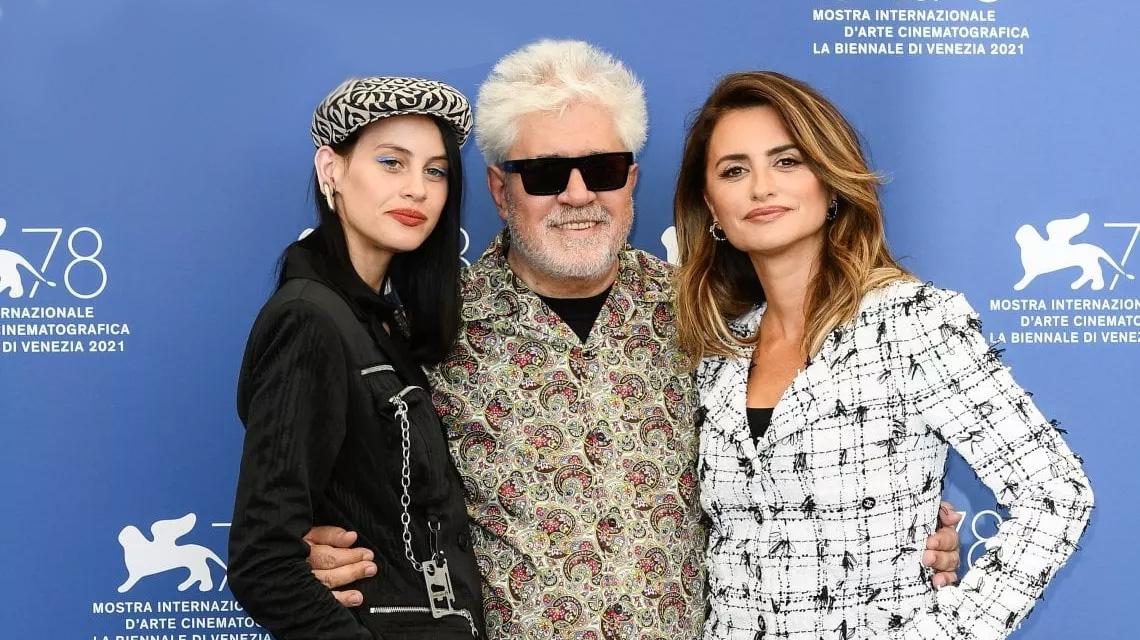 Milena Smit, Almodóvar y Penélope Cruz