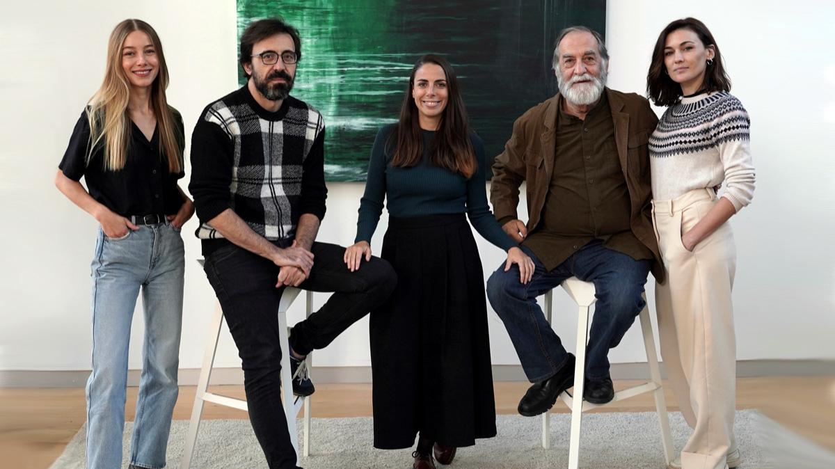 """Elejalde (segundo por la izq.) junto a la directora y sus compañeros de """"Eden"""""""