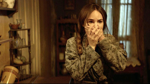 "Camila Sodi, en ""El exorcismo de Carmen Farías"""