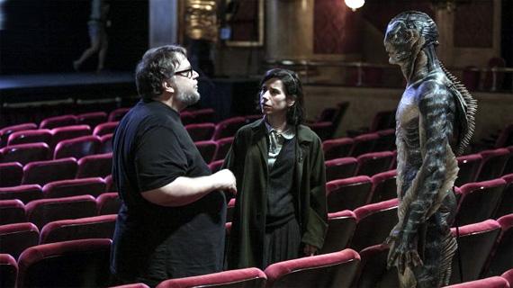 Del Toro, con sus protagonistas, en el rodaje