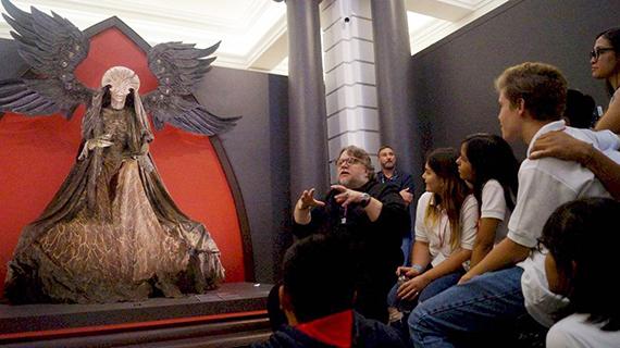 Guillermo del Toro explica sus monstruos en Guadalajara
