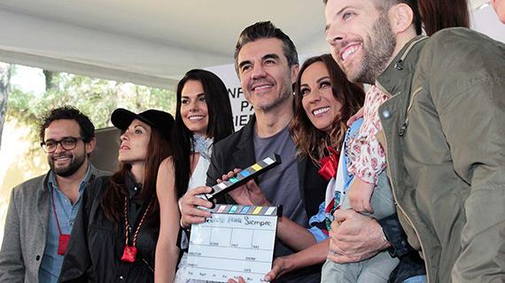 """Luis Arrieta (dcha), con sus compañeros de """"Infelices para siempre"""""""