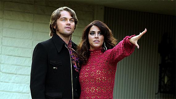 Lorenza Izzo, con DiCaprio, en la película de Tarantino