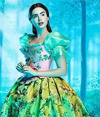 Lily Collins, la Blancanieves más dulce y tradicional