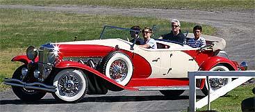 DiCaprio conduce uno de los coches del rodaje, en visperas de iniciarse