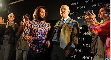Malkovich, aplaudido tras presentar su colección de moda (KVIFF)