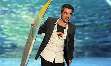 Robert Pattinson con su tabla