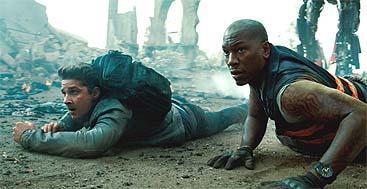 LaBeouf de nuevo por los suelos en 'Transformers 3'