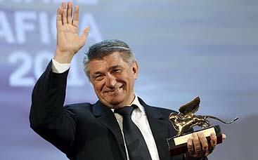 Aleksander Sokurov, con su León de Oro (Reuters)
