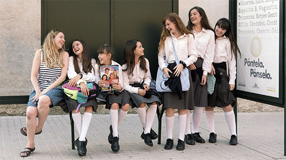 """Palomero y las intérpretes de """"Las niñas"""""""