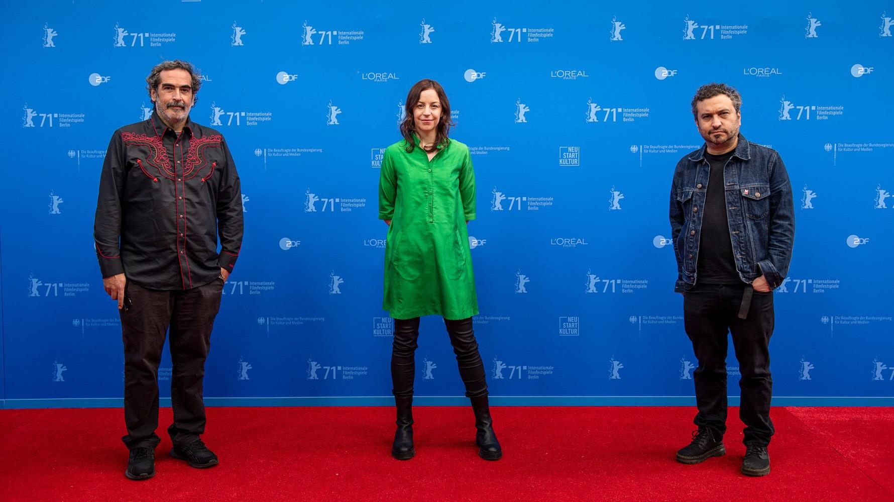 Yibran Asuad, la productora Elena Fortes y Ruizpalacios (Berlinale)