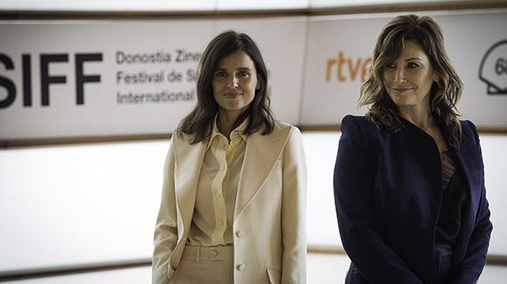 Elena Anaya y Gina Gershon (ASG)