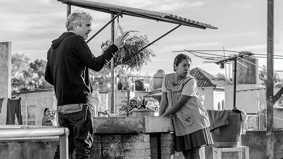 """Cuarón, con Yalitza Aparicio, en el rodaje de """"Roma"""""""